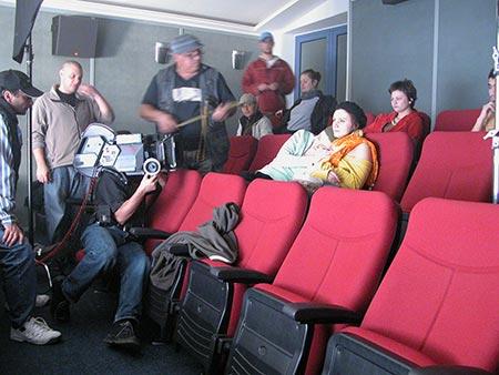 Cum le-am filmat pe fete la cinema
