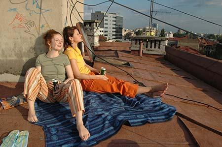 Fetele pe acoperisul fierbinte