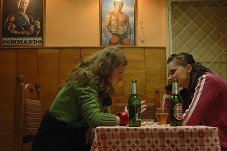 Ioana explica Mariei diverse la bar