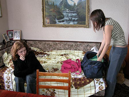 Maria isi face bagajele si pleaca