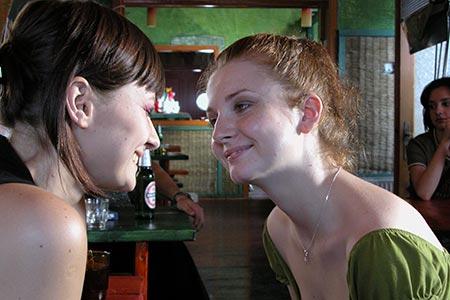 Maria si Ioana la bar
