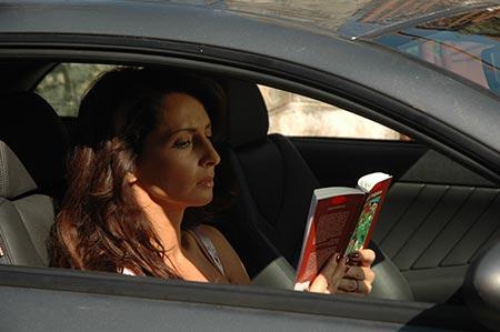 Mihaela in masina