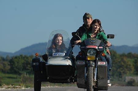Fetele cu nenea pe motor